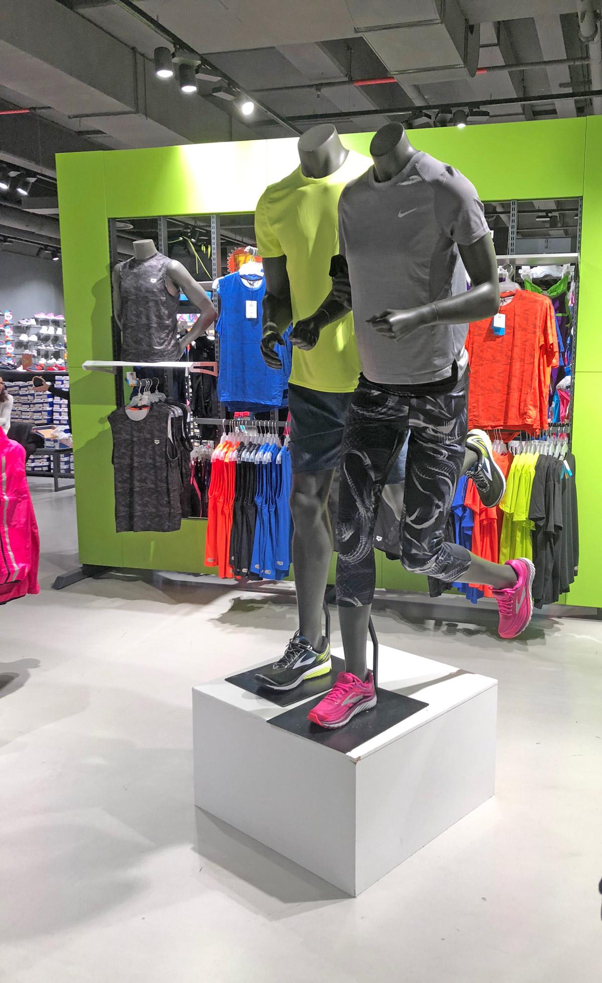 Nike - Yu Retail di Francesco Zabini - Visual merchandising - Vetrine - Formazione - Store Design - Consulenza