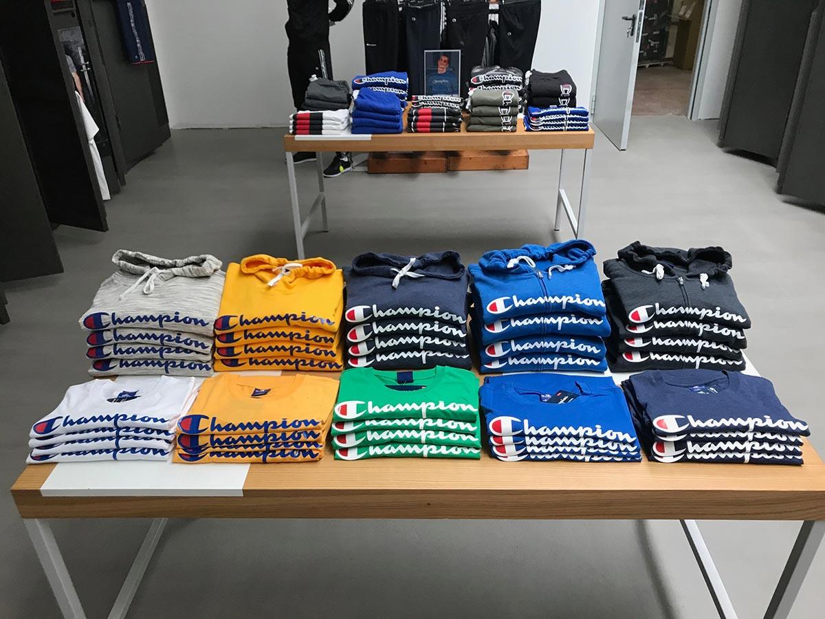 Allestimento visual merchandising per Champion by Yu Retail