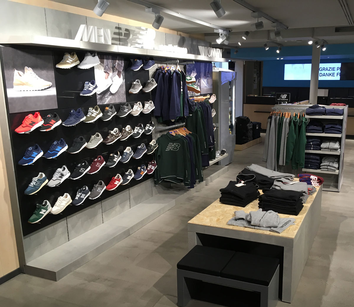 New Balance - Yu Retail di Francesco Zabini - Visual merchandising - Vetrine