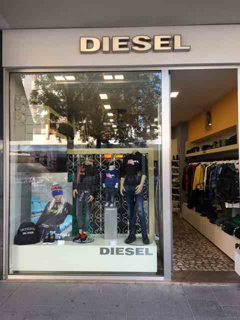 Allestimento visual merchandising per Diesel by Yu Retail