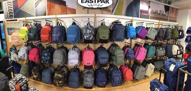 Allestimento visual merchandising per Eastpak by Yu Retail