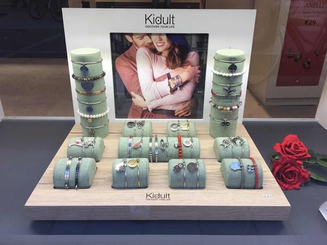 Allestimento visual merchandising per Kidult by Yu Retail
