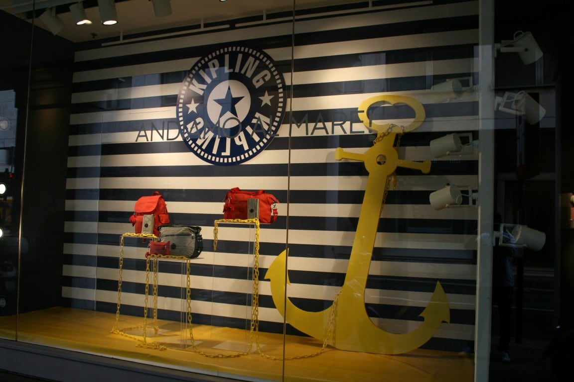 Allestimento visual merchandising per Kipling by Yu Retail