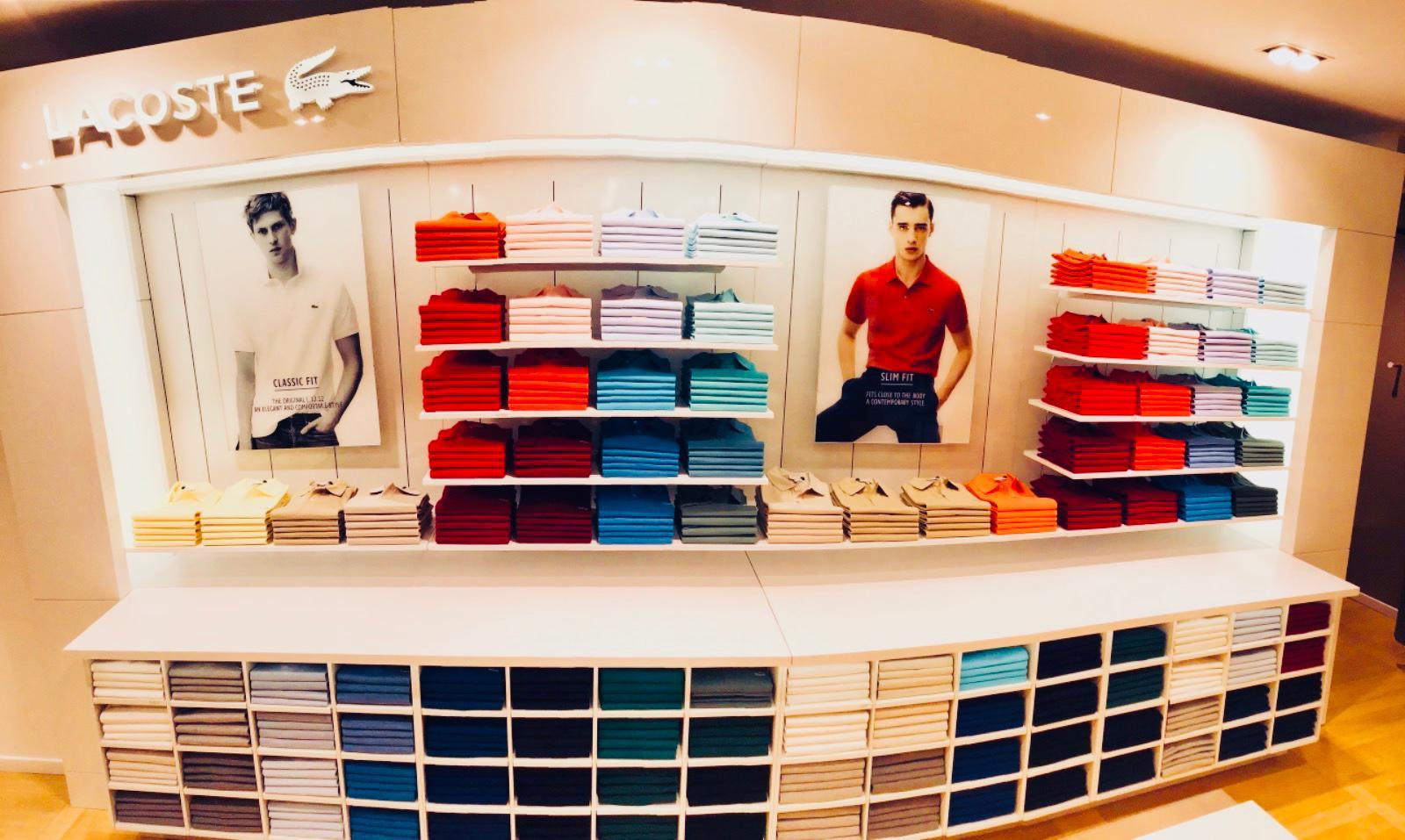 Allestimento visual merchandising per Lacoste by Yu Retail
