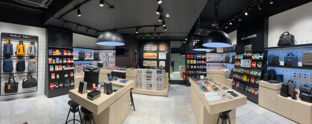 Allestimento visual merchandising per Moleskine by Yu Retail