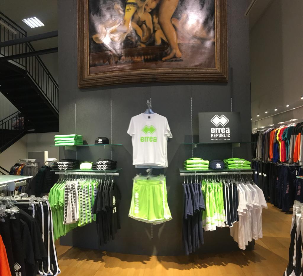 Allestimento visual merchandising per Erreà by Yu Retail