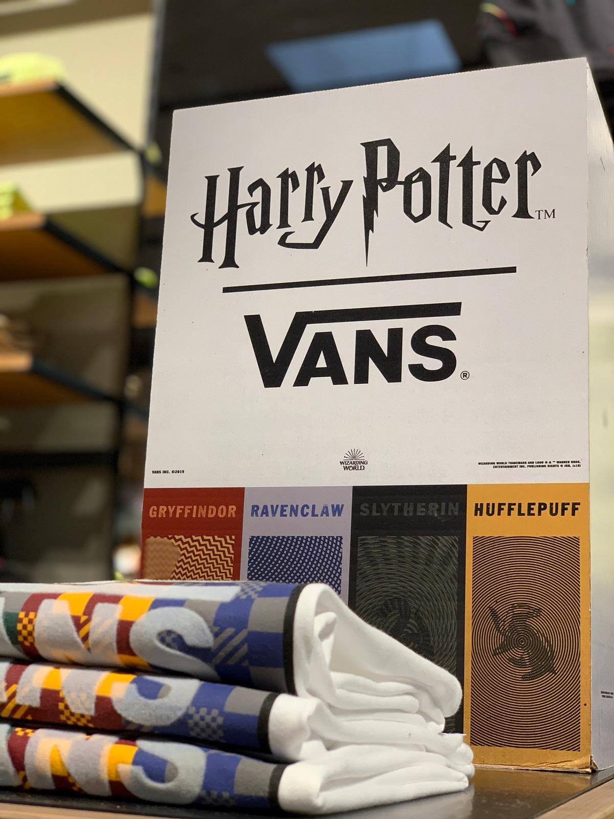 Allestimento visual merchandising per Vans by Yu Retail