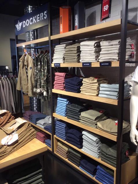 Allestimento visual merchandising per Dockers by Yu Retail
