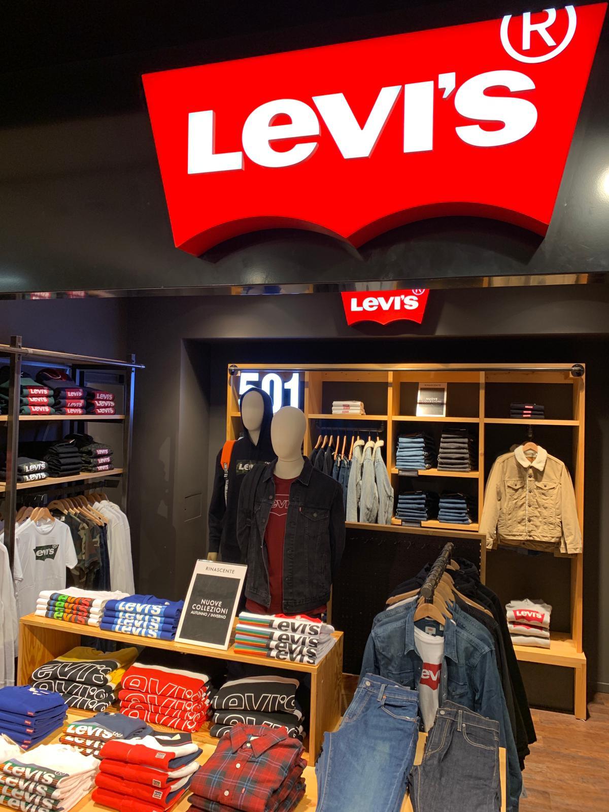 Allestimento visual merchandising per Levi's by Yu Retail